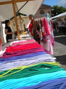 """Bunte Textilien von der """"Montagehalle"""""""