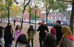 Tom Bieling und die Kairoer Studenten (Foto: Omar El-Demery)