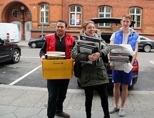 Bücher für die Notunterkunft Gotenburger Straße. Foto: Hensel