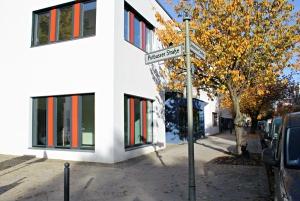 Die Fassade des neuen Olof-Palme-Zentrums in der Demminer Straße. Foto: D. Hensel