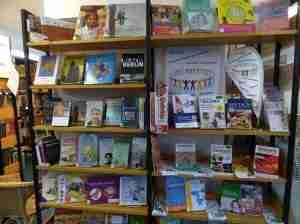 Willkommensregal - Foto Bibliothek Mitte