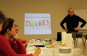 Karin Baumhöver berichtete dem Quartiersrat von der Arbeit des Schulparlaments an der Vineta-Grundschule. Foto: Hensel